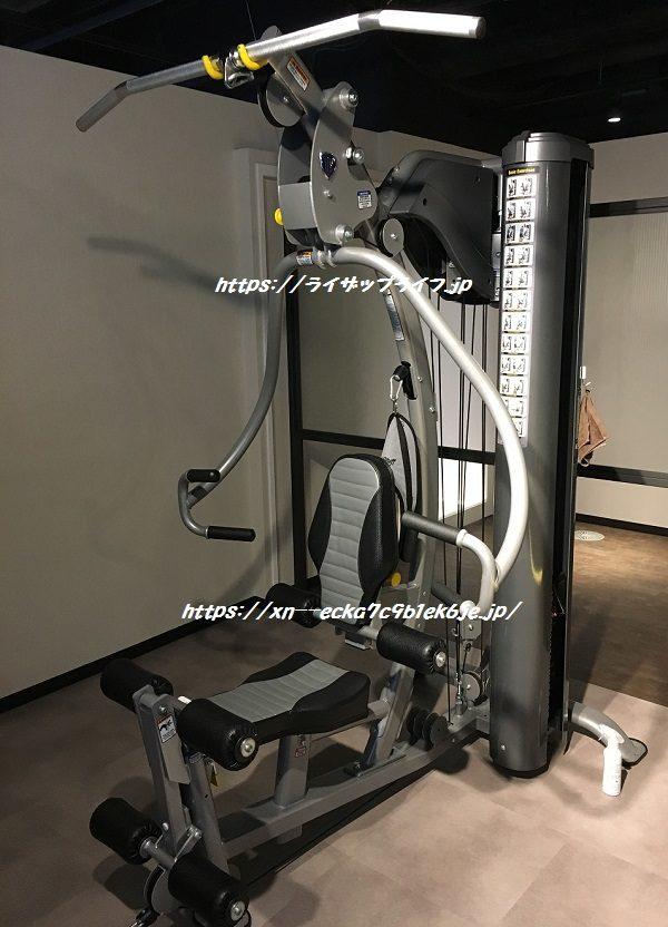 ライザップのマシンルームのトレーニングマシン