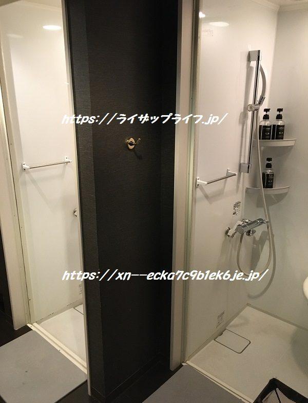 ライザップ梅田店のシャワールーム