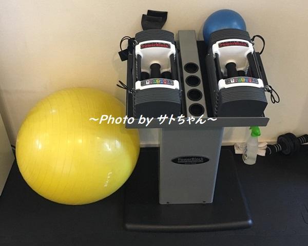 ダイエット専門のプライベートジム-esthree(エススリー)のダンベルとバランスボール