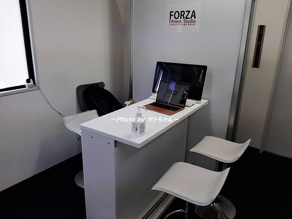 FORZA(フォルツァ)秋葉原店の受付兼カウンセリングスペース